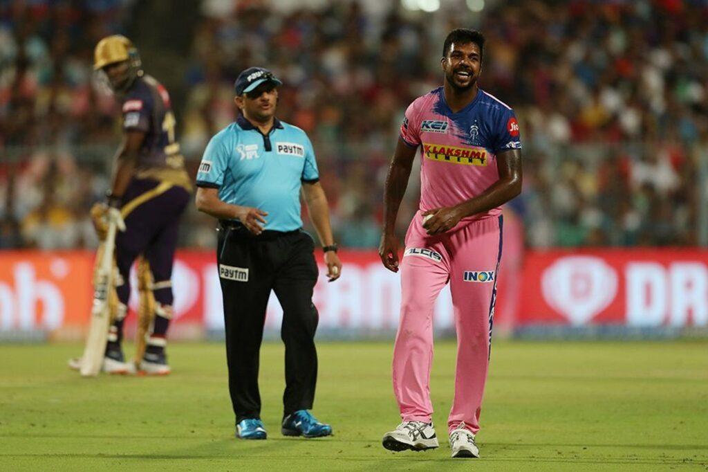 'मैन ऑफ़ द मैच' लेते हुए वरुण आरोन ने अपनी टीम के ही साथी खिलाड़ी अजिंक्य रहाणे को सूना दी खरी-खोटी 4