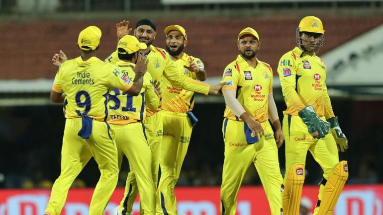 WATCH: महेंद्र सिंह धोनी समेत चेन्नई सुपर किंग्स के खिलाड़ियों का फनी डांस, वीडियो वायरल 1