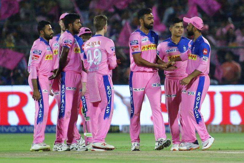 RCBvsRR: प्लेऑफ़ की रेस में बने रहने के लिए आरसीबी के खिलाफ मैदान पर उतरेगी राजस्थान रॉयल्स, ये खिलाड़ी बना सकते हैं अंतिम गयारह में स्थान 2