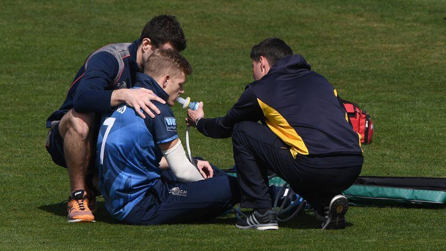जेसन रॉय और जो डेनली के बाद इंग्लैंड के एक और खिलाड़ी हुआ चोटिल, ऑक्सीजन पाइप के सहारे ले जाया गया बाहर 1