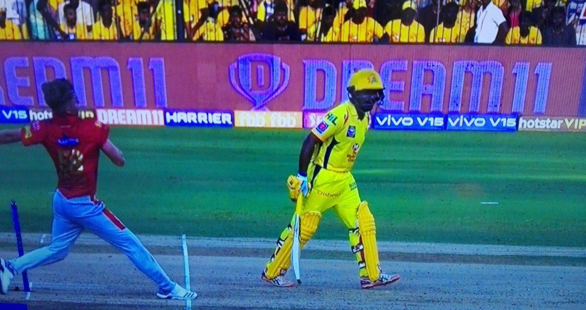 IPL 2019 : WATCH: अंबाती रायडू ने मैच के दौरान की ये गलती, अंपायर ने धोनी को बुलाकर लगाई फटकार 6