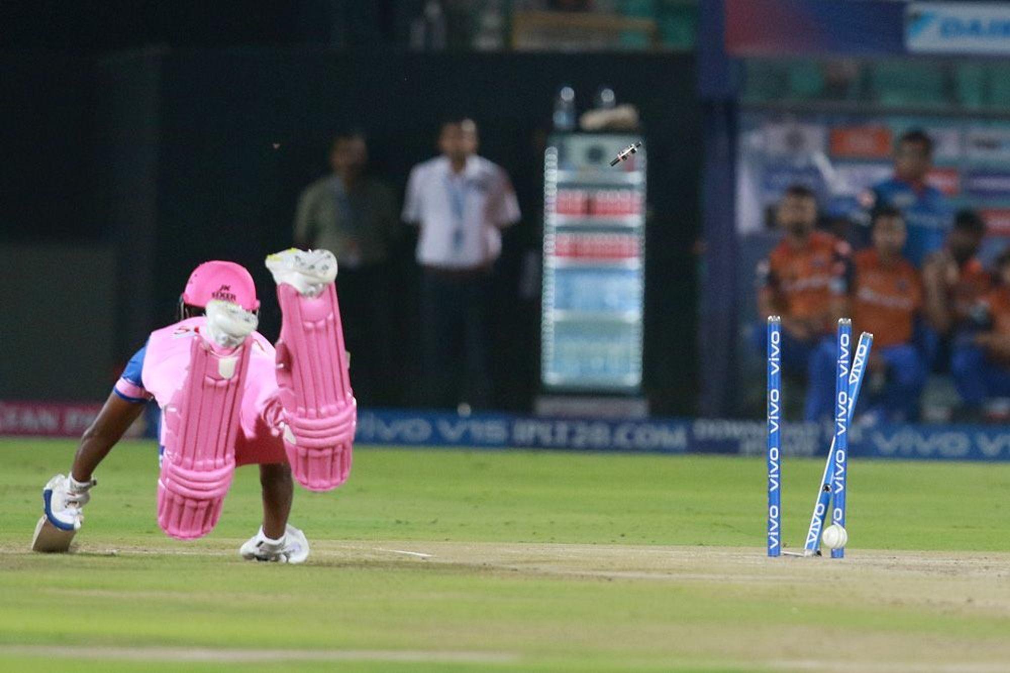 आईपीएल 2019: DC vs RR: 4.2 ओवर में अपनी इस बड़ी गलती के चलते रन आउट हुए संजू सैमसन, वीडियो देख नहीं रुकेगी आपकी हंसी 5