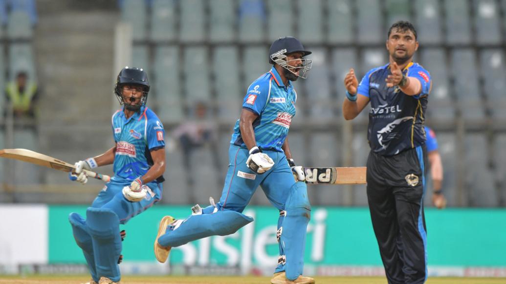 शानदार प्रदर्शन कर टीम को जीताने के बाद खिलाड़ी को उठा कर अर्जुन तेंदुलकर ने मनाया जीत का जश्न 1