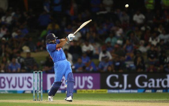 2015 विश्व कप के बाद छक्के लगाने के मामले में क्रिस गेल, रसेल सभी हिटमैन रोहित शर्मा से पीछे 43