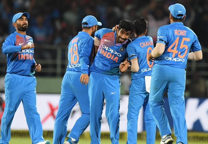 इंडियन क्रिकेट हीरोज अवार्ड में जसप्रीत बुमराह की धूम, रोहित, विराट सब छुटे पीछे 3
