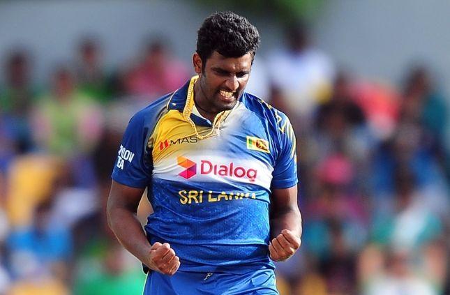 इन पांच गेंदबाजों के खिलाफ जमकर आग उगलेगा महेंद्र सिंह धोनी का बल्ला 5