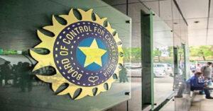 ICC कर रहा धोनी के साथ नाइंसाफी, किसी भी नियम को नहीं तोड़ता धोनी का बलिदान बैज 1