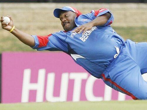 INDvsPAK: विश्व कप डेब्यू की पहली गेंद डालते ही विजय शंकर ने रचा इतिहास, बने ऐसा करने वाले पहले भारतीय 4