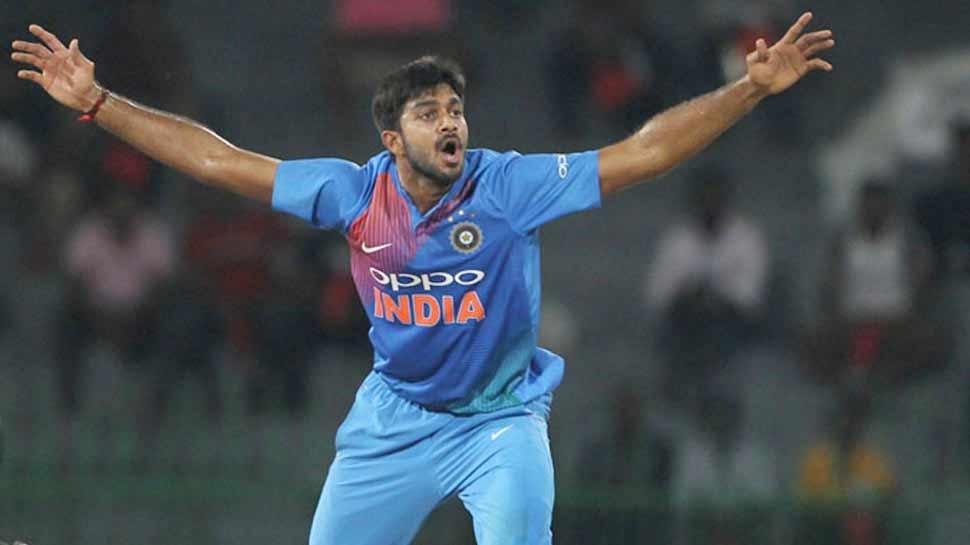 INDvsPAK: विश्व कप डेब्यू की पहली गेंद डालते ही विजय शंकर ने रचा इतिहास, बने ऐसा करने वाले पहले भारतीय 5