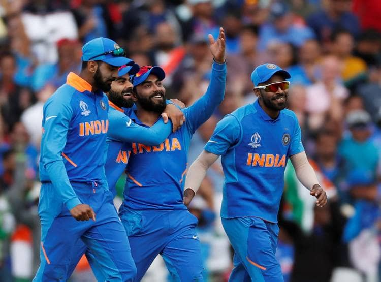 INDvsPAK: विश्व कप डेब्यू की पहली गेंद डालते ही विजय शंकर ने रचा इतिहास, बने ऐसा करने वाले पहले भारतीय 1