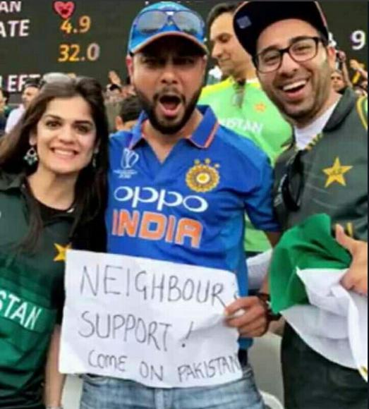 अफ्रीका के खिलाफ पाकिस्तान को सपोर्ट करने इंडिया की जर्सी में पहुंचा भारतीय, तो लोग कर रहे तारीफ़ 1