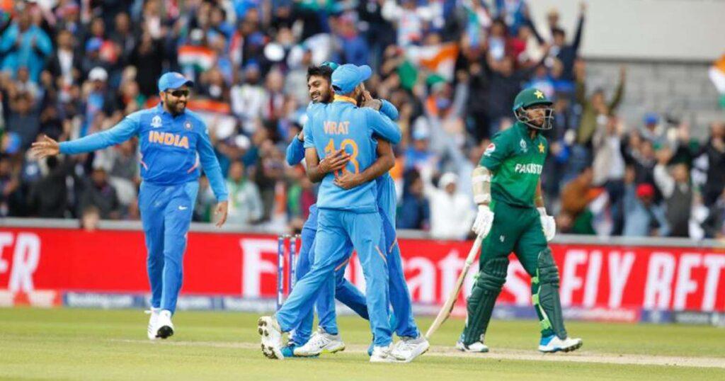 INDvsPAK: विश्व कप डेब्यू की पहली गेंद डालते ही विजय शंकर ने रचा इतिहास, बने ऐसा करने वाले पहले भारतीय 2