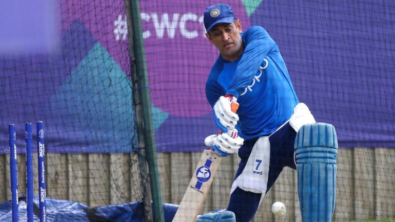 CWC19- अभ्यास मैच में धोनी ने किया छक्कों की बरसात, सोशल मीडिया पर प्रशंसको ने बताया मैन ऑफ़ द टूर्नामेंट