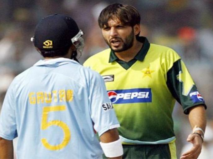 5 ऐसे मौके जब मैदान पर ही आपस में लड़ पड़े भारत-पाकिस्तान के खिलाड़ी 6