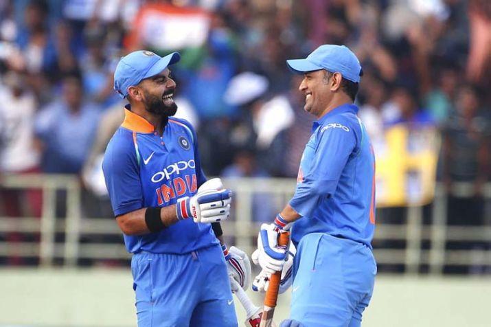 विराट कोहली ने महेंद्र सिंह धोनी की धीमी बल्लेबाजी पर हो रही आलोचना पर तोड़ी चुप्पी