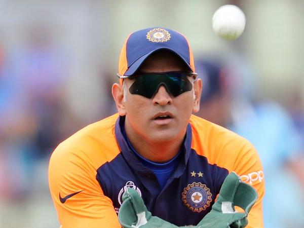 CWC19- श्रीलंका के खिलाफ मैच से पहले महेंद्र सिंह धोनी के चोटिल अंगूठे पर टीम मैनेजमेंट ने जारी किया बयान 4