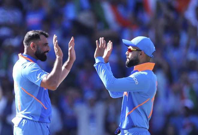 WATCH: क्या बांग्लादेश मैच में विराट कोहली ने मोहम्मद शमी के लिए किया अपशब्द का इस्तेमाल??