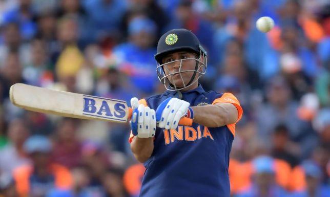 CWC19- भारत के हार के बाद प्रशंसको समेत दिग्गज खिलाड़ियों ने भी लगाई फटकार, बन रहा मजाक 8