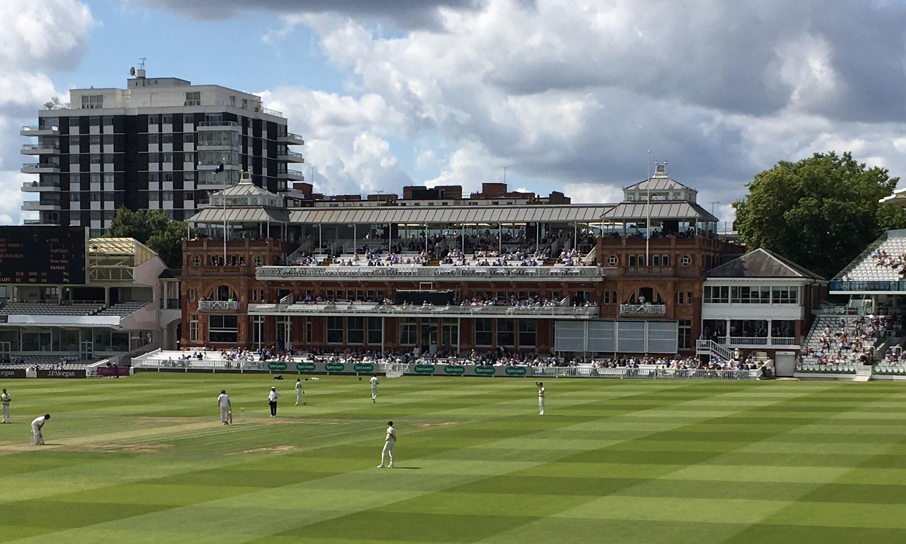 टेस्ट मैच की किसी एक पारी में 12 छक्के लगाने वाला दुनिया का एकमात्र बल्लेबाज 9