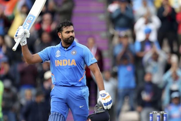 World Cup 2019: मैदान पर रितिका और बेटी समायरा को देख भावुक हुए रोहित शर्मा, ट्वीट कर कही दिल छु जाने वाली बात 2