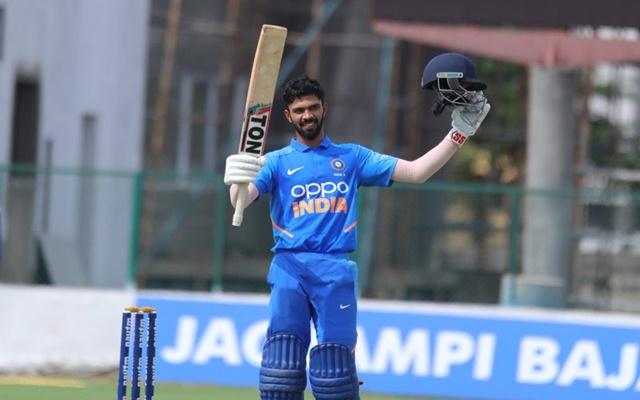 भारत को मिल चूका है धोनी का उत्तराधिकारी घरेलू क्रिकेट में लगा रहा है रनों का अंबार, खुद माही हैं इसके दिमाग के कायल 3