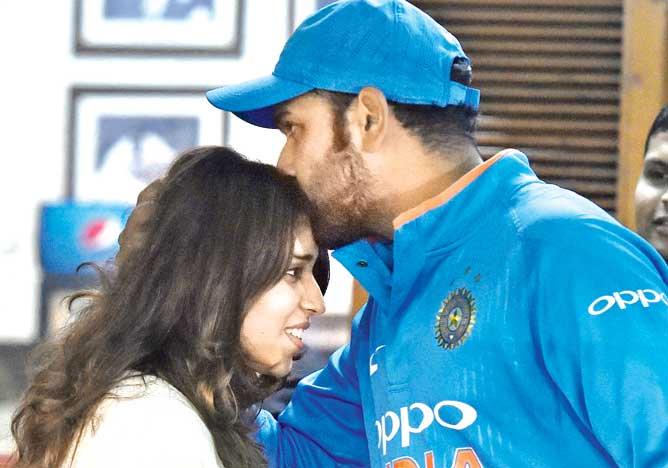 World Cup 2019: मैदान पर रितिका और बेटी समायरा को देख भावुक हुए रोहित शर्मा, ट्वीट कर कही दिल छु जाने वाली बात