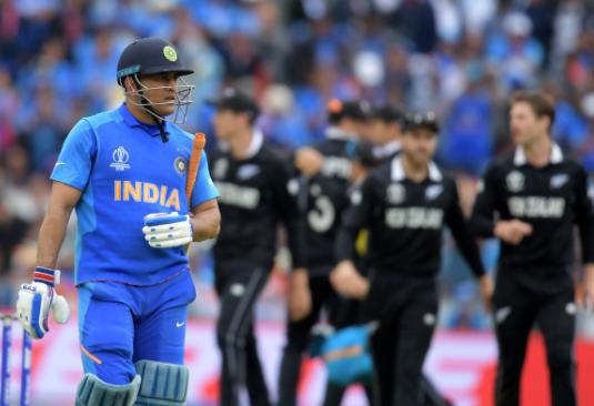 रवि शास्त्री ने खुद तोड़ी चुप्पी, बताया क्यों महेंद्र सिंह धोनी को कार्तिक-पंड्या के बाद कराया बल्लेबाजी 49