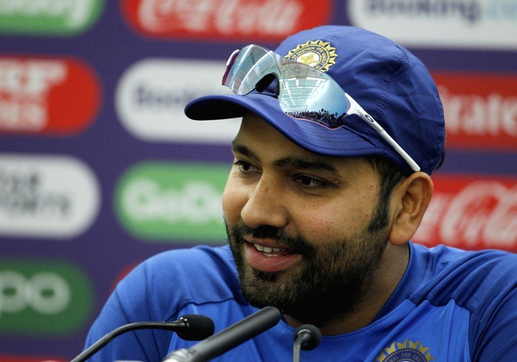 INDvsENG: इंग्लैंड से हारने के बाद रोहित शर्मा ने इस खिलाड़ी को बताया था नम्बर 4 का बेहतरीन विकल्प 15