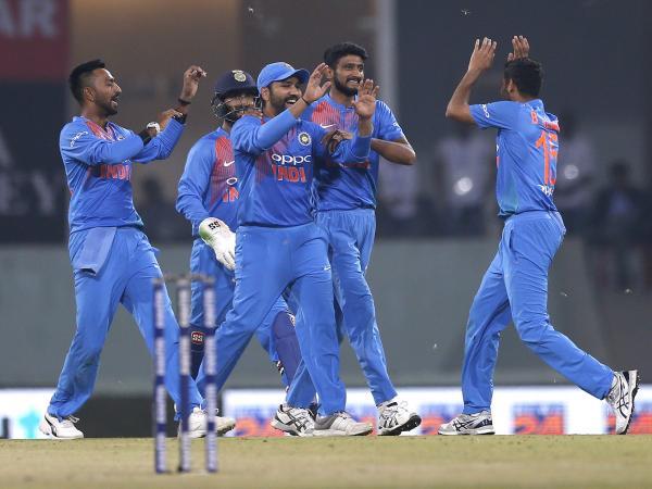 WATCH : वेस्टइंडीज के खिलाफ टी20 मैच से पहले भारतीय टीम अभ्यास में बहा रही जमकर पसीना