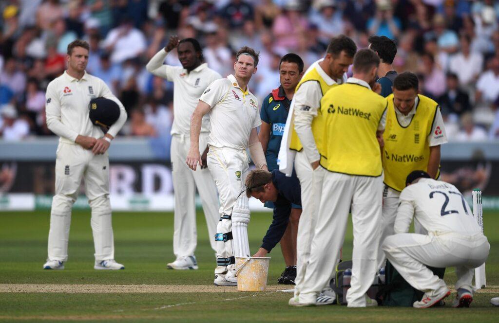 स्टीवन स्मिथ की चोट के बाद नेकगार्ड वाले हेलमेट को अनिवार्य करने की उठी मांग, ऑस्ट्रेलिया क्रिकेट टीम के डॉक्टर ने कही बड़ी बात 4