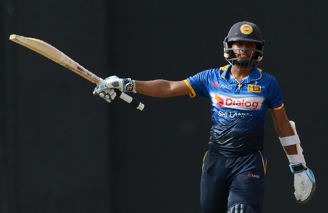 WATCH: श्रीलंका टीम की जीत के बाद जश्न मनाने के दौरान बाइक से गिरे कुसल मेंडिस, बाल- बाल बची जान 2