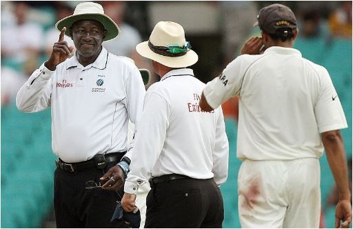 3 अंपायर जिन्होंने टीम इंडिया के खिलाफ दिए कई विवादित फैसले 8