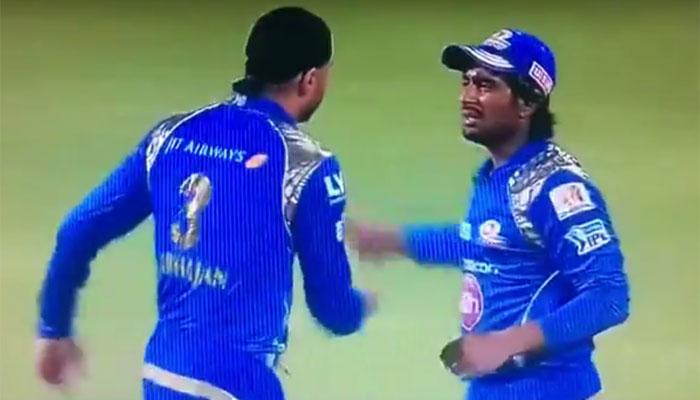 4 मौके जब मैदान पर आपस में एक दूसरे से ही भीड़ गये एक ही टीम के खिलाड़ी, भारतीय भी शामिल 1