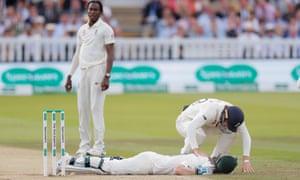 जोफ्रा आर्चर को फटकार लगाने के बाद अब शोएब अख्तर ने दिया इंग्लैंड को इस गेंदबाज को लेकर ये सलाह 4
