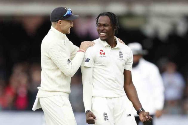 इंग्लैंड को मिला नया जोफ्रा आर्चर, 7 विकेट झटक 40 रन पर ढेर कर डाली पूरी टीम 1
