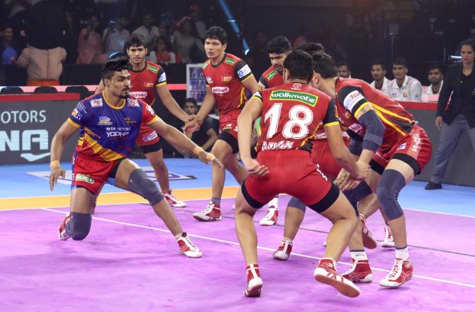 प्रो कबड्डी लीग 2019: यूपी योद्धा ने बड़ा उलटफेर करते हुए बेंगलुरु बुल्स को दी मात 10