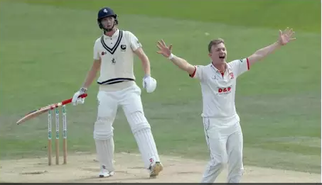 इंग्लैंड को मिला नया जोफ्रा आर्चर, 7 विकेट झटक 40 रन पर ढेर कर डाली पूरी टीम 2