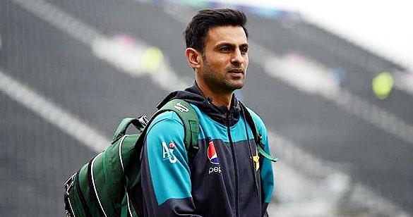 पाकिस्तान टीम के पूर्व कप्तान शोएब मलिक की कार खड़े ट्रक से भिड़ी, हुआ बड़ा दुर्घटना 9