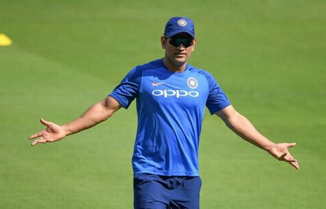 """मनोज तिवारी ने धोनी के संन्यास पर कहा """"टीम इंडिया किसी की पर्सनल प्रॉपर्टी नहीं"""" 1"""