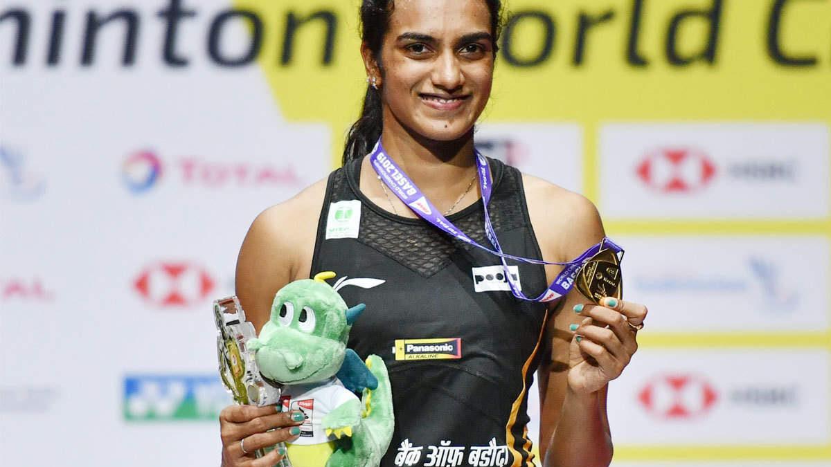 पीवी सिंधु ने दिलाया भारत को विश्व चैम्पियनशिप में पहला स्वर्ण पदक, लक्ष्मण, हरभजन समेत दिग्गजों ने दी बधाई