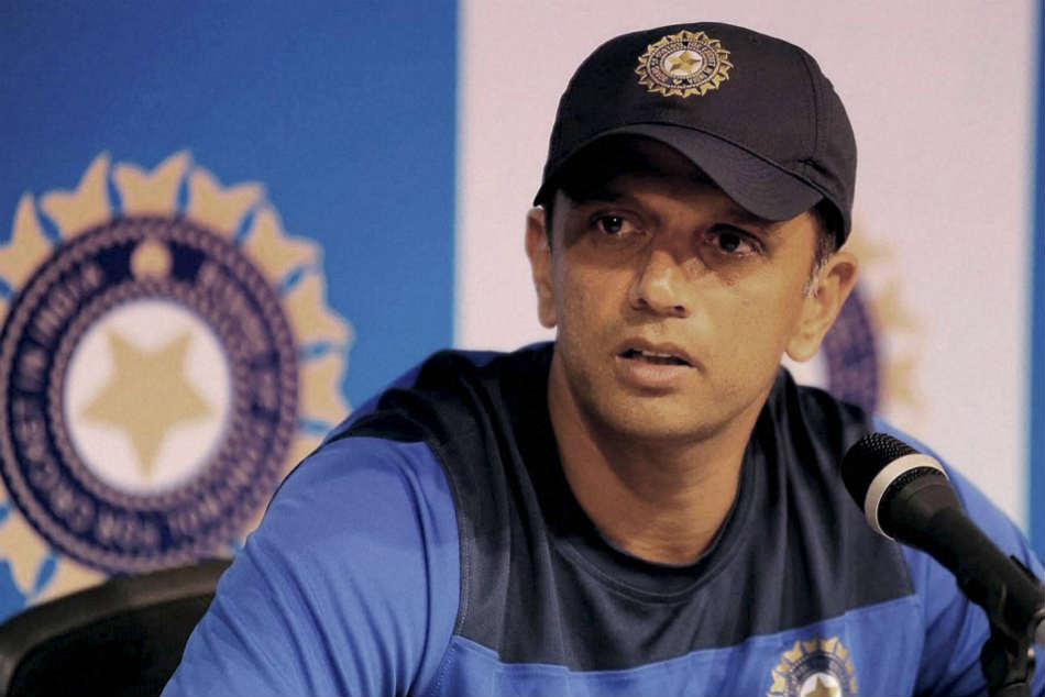 महेंद्र सिंह धोनी आंकड़ों पर यकीन नहीं रखते : राहुल द्रविड़ 11