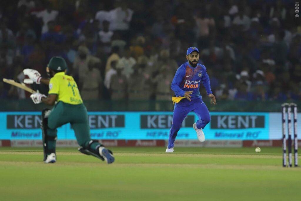 WATCH: भारतीय फैंस के लिए बुरी खबर, विराट कोहली टी-20 मैच के दौरान हुए चोटिल 2