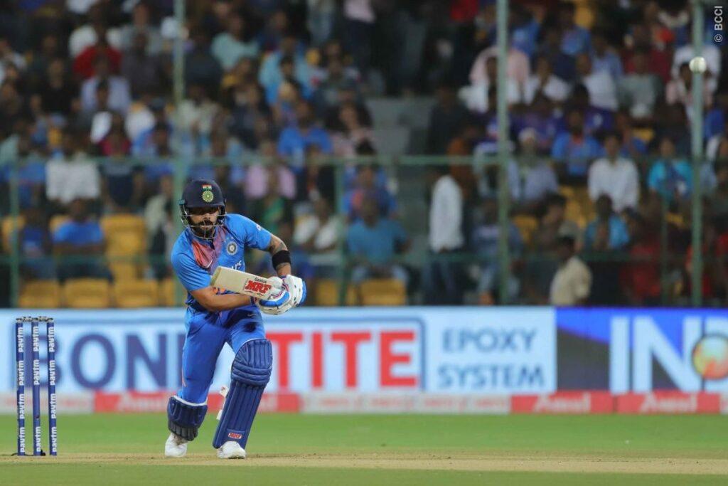WATCH: दक्षिण अफ्रीकी खिलाड़ी से भिड़े विराट कोहली, मारा कंधा 1