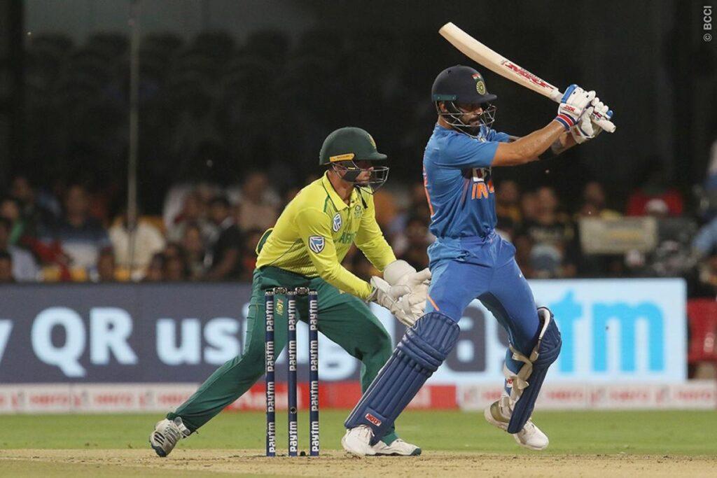 WATCH: दक्षिण अफ्रीकी खिलाड़ी से भिड़े विराट कोहली, मारा कंधा 2