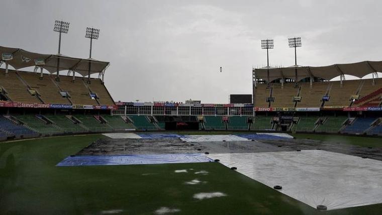 IND A vs SA A: बारिश की वजह से समय से शुरू नहीं हो सका खेल, फिर शहबाज नदीम ने किया कुछ ऐसा जीत के करीब पहुंचा भारत 2