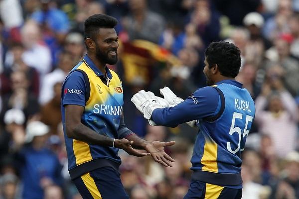 श्रीलंका के इस खिलाड़ी को 9 करोड़ में भी खरीदने को तैयार थी आरसीबी, 50 लाख में किया शामिल 5