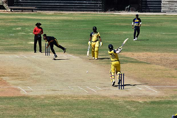 This image has an empty alt attribute; its file name is 201810010108511519_Vijay-Hazare-Trophy-Tamil-Nadu-eases-past-Bengal_SECVPF.jpg