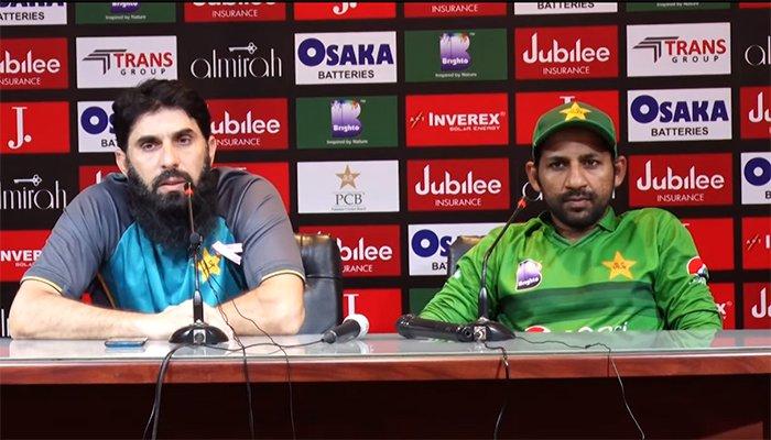 मिस्बाह ने पत्रकार से कहा आप मुझे गोली मार देंगे अगर मैं उसे T20Is के लिए चुना, कप्तान सरफराज अहमद का रिएक्शन देख नहीं रुकेगी हंसी 1