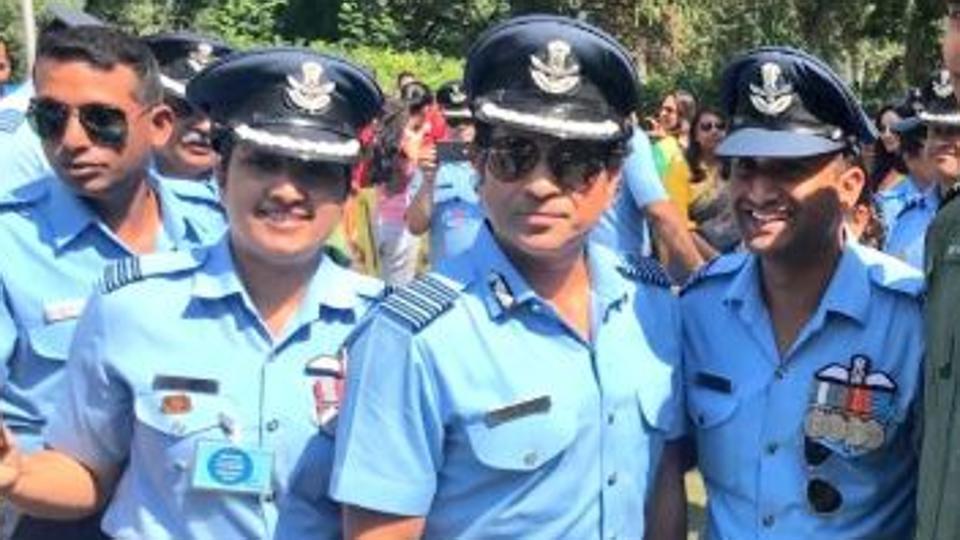 सचिन तेंदुलकर ने विंग कमांडर अभिनंदन वर्धमान को किया सलाम, देखें वीडियो 2