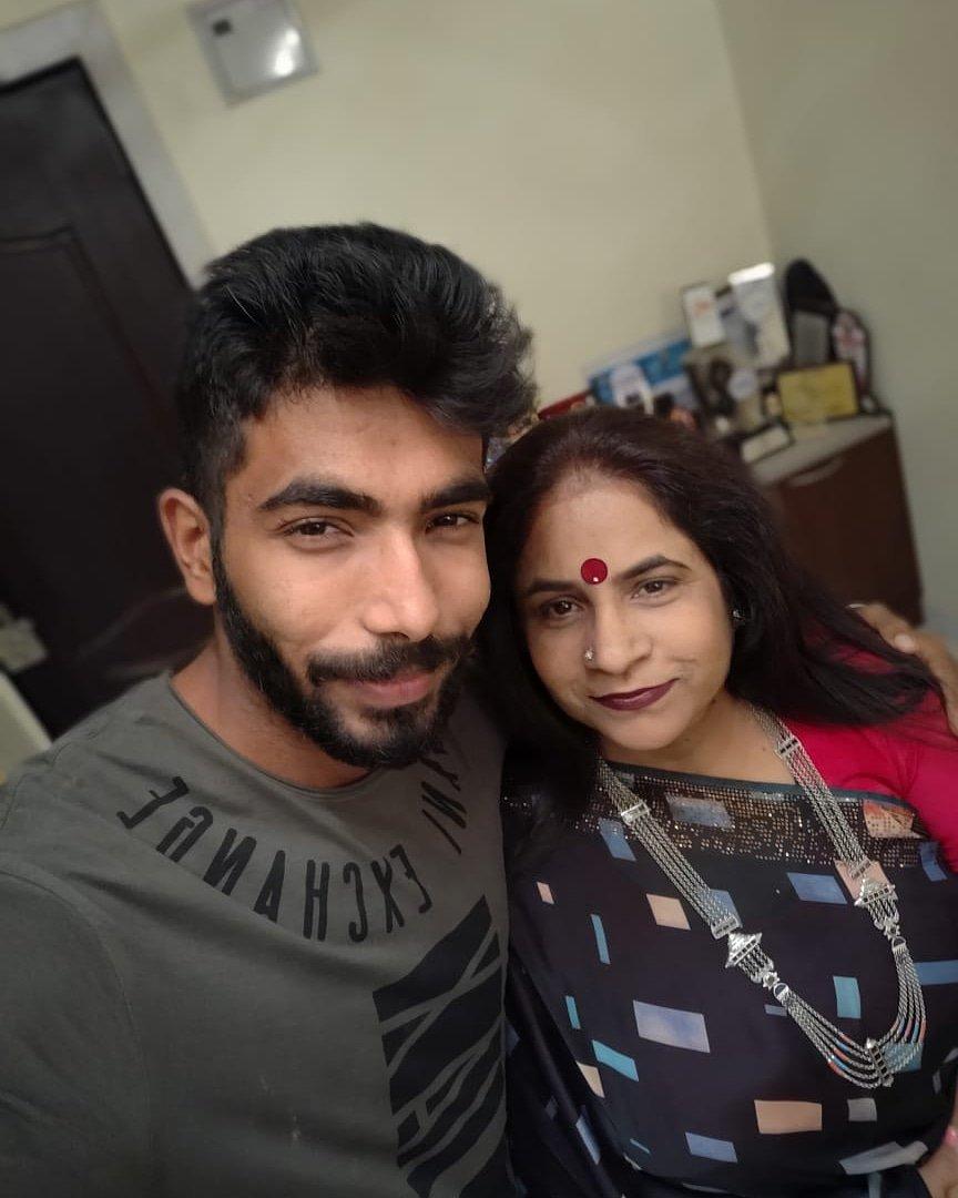 जसप्रीत बुमराह को पहली बार टीवी पर देख रोती रही उनकी माँ, वीडियो में देखें वजह 1